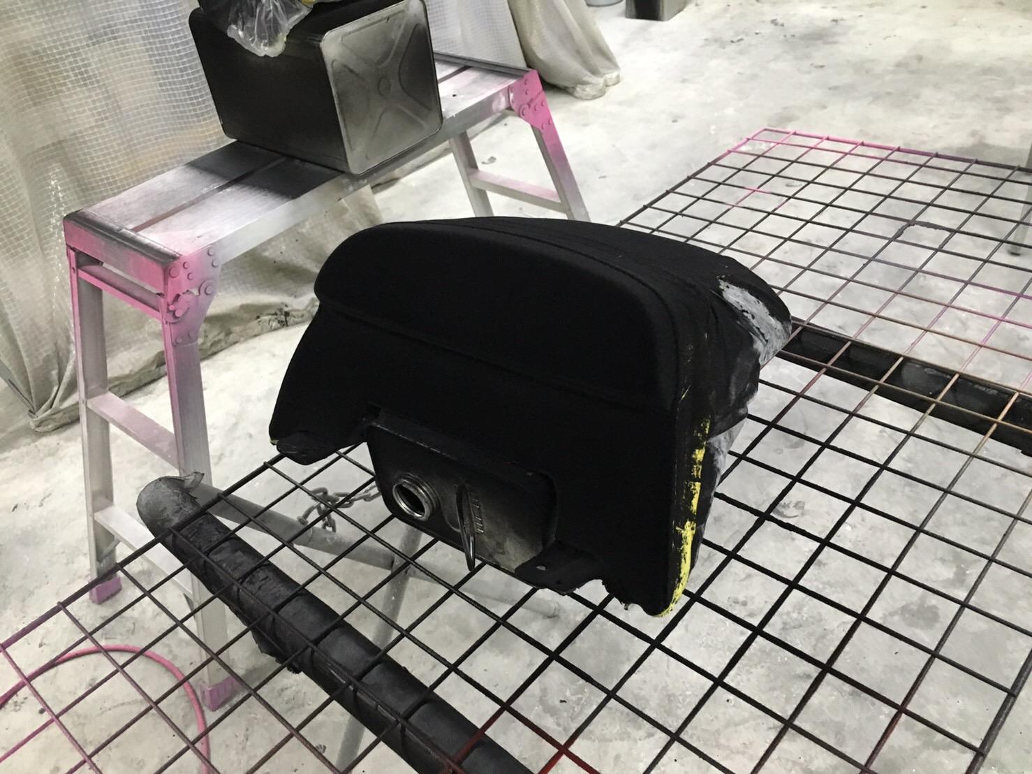 ハーレーダビッドソン VRODマッスル シート植毛塗装 外装マットブラック塗装施工後2