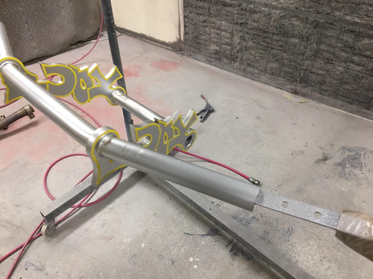 バイク ハンドル・燃料タンク塗装施工後3