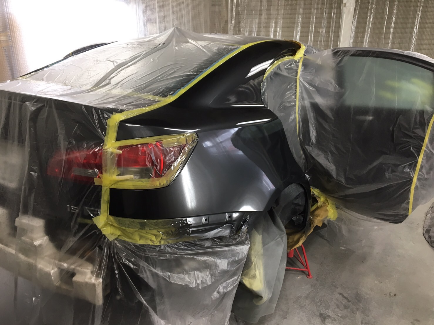 レクサスIS-F リアフェンダー叩き出し施工後5